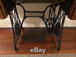 1919 Singer Sewing machine w tiger oak table