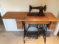 Antique Singer Sewing Machine Model 66 Vintage Mfg. 1919 Tiger Oak Cabinet