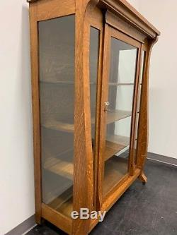 Antique Tiger Oak Art & Crafts Style China Curio Display Cabinet