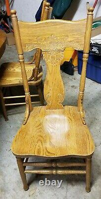 Early 1900s Round Tiger Oak Clawfoot Table with 2 Leaves and 6 Antique Chairs