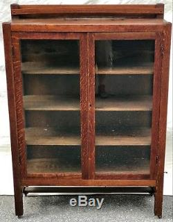 Early 20th C. Tiger Oak Arts & Crafts Antique Bookcase / China Cabinet
