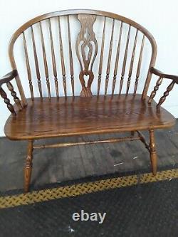 Gorgeous Rare Vintage Dinaire Furniture Bow Back Windsor Tiger Oak Settee/Bench