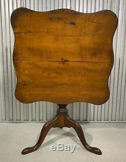 New England Queen Anne Style Tiger Maple Tilt-top Tea Table