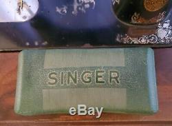 Vtg Antique Singer Treadle Sewing Machine Table Tiger Oak Wood Cabinet Cast Iron